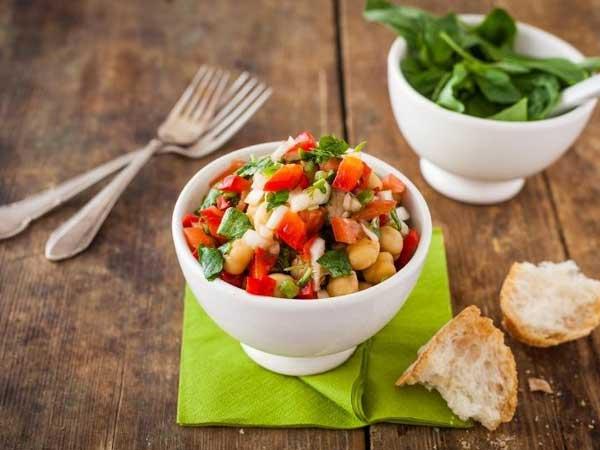 Vegetarian Salad with Creamy Cashew dressing